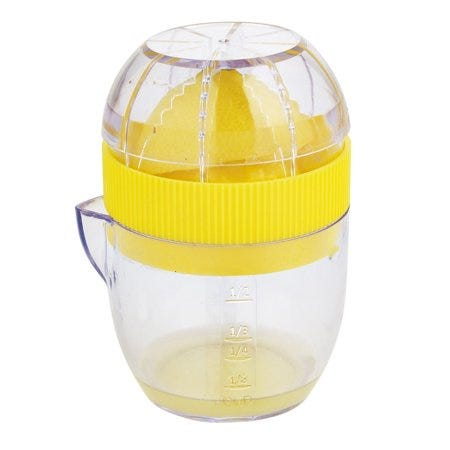 Exprimidor de cítricos Trudeau® de 1/2 tz en amarillo
