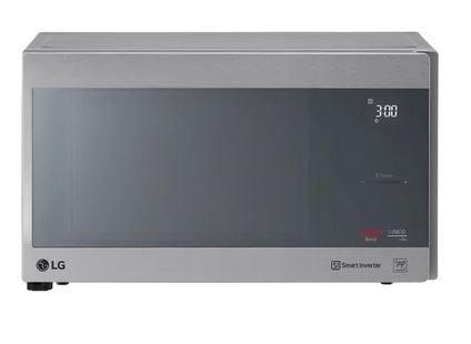 Horno de microondas LG® con Smart Inverter color plata