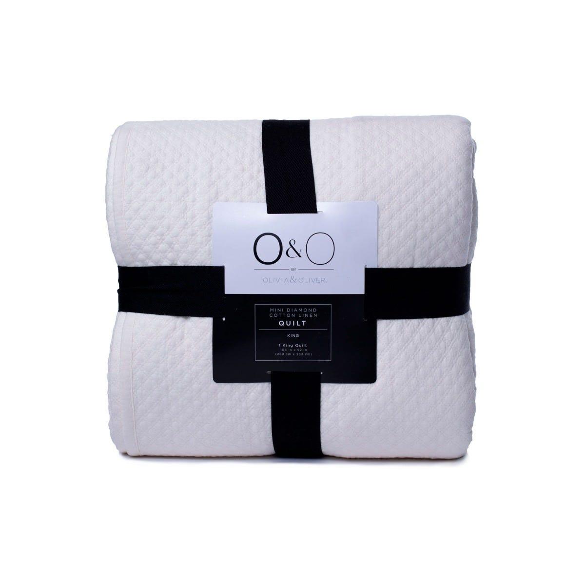 Edredón King con textura O&O by Olivia & Oliver™ en hueso