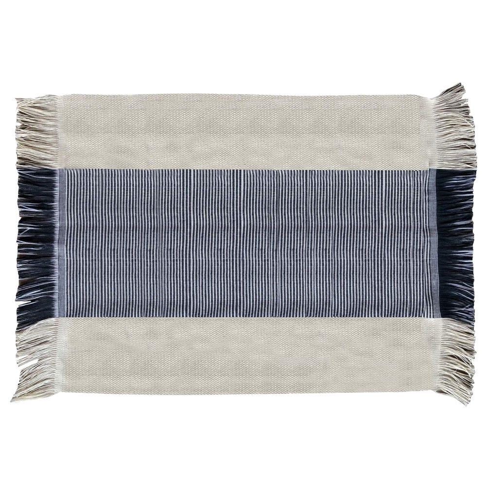 Mantel individual artesanal rectangular Despertar en gris y blanco